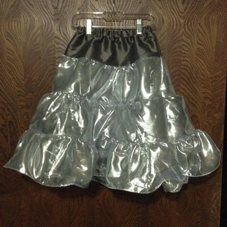 Child's long silver play skirt\\n\\n2/22/2016 4:18 AM